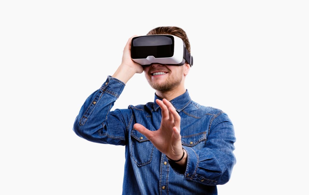 VR眼镜 外国人体验VR科技